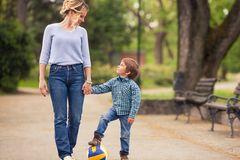 """5 Fragen an dein Kind, die besser sind als """"Wie war dein Tag?"""""""