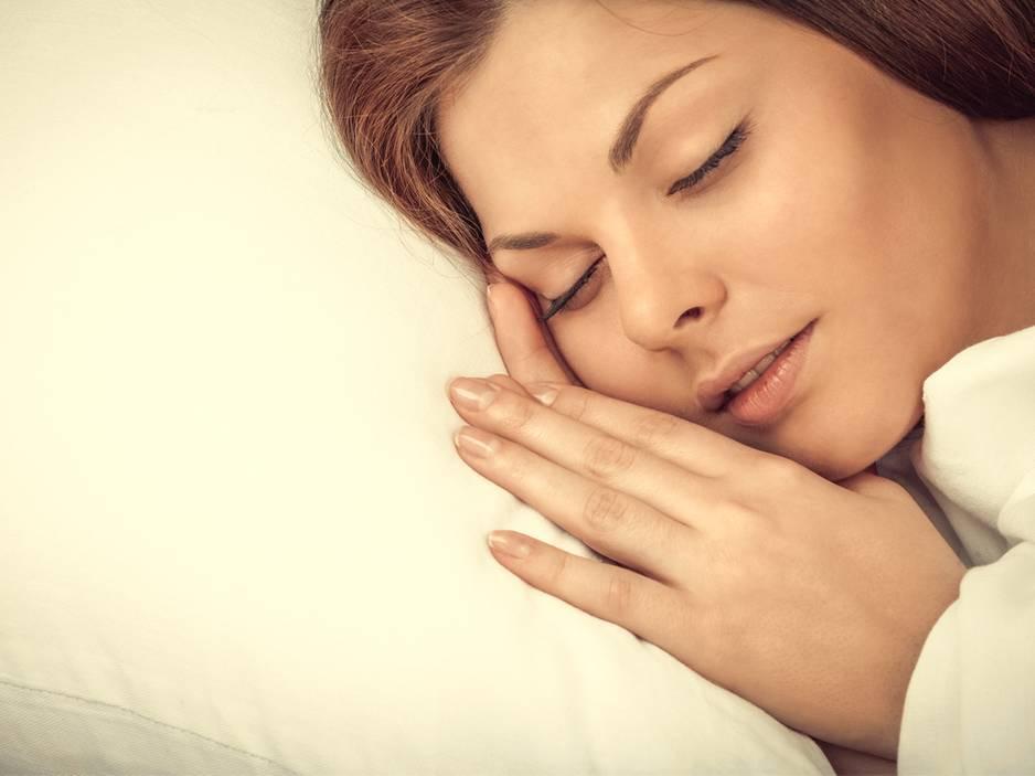 Darum zuckst du vor dem Einschlafen zusammen