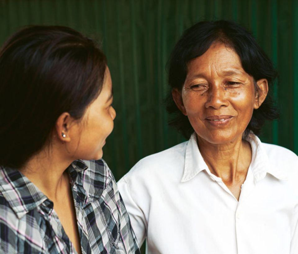 Nitas Mutter Pha (r.) sorgte dafür, dass die Behörden ihre Töchter suchten.