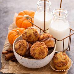 Kürbis-Muffins mit Käse backen