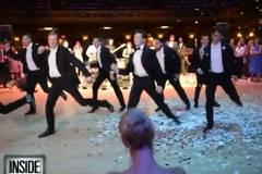 Sensationelle Überraschung! Bräutigam tanzt für seine Ballerina-Braut