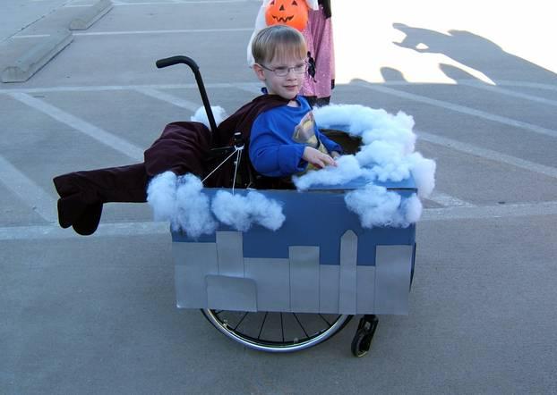 Superheld im Rollstuhl: Caleb als Superman
