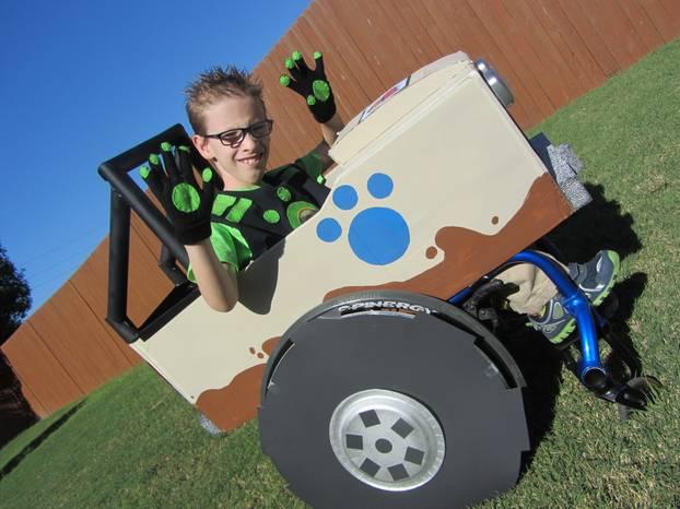 """Superheld im Rollstuhl: Caleb in der Rolle des Chris aus der Zeichentricksserie """"Wild Kratts"""""""