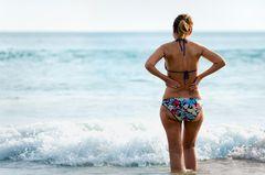 Bikini-Verbot für dicke Frauen? So ein Blödsinn!