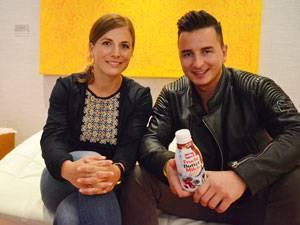 Auf eine Milch mit Andreas Gabalier: Eine Gemeinsamkeit haben Redakteurin Nicole und Alpenrocker Andi: Die schönen Kindheitserinnerungen an den Wörthersee.