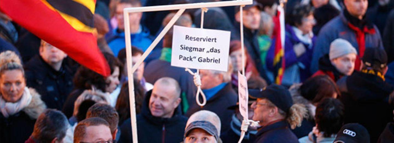 Pegida-Galgen: Darf man so demonstrieren?
