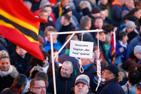Pegida-Galgen: Darf man so demonstrieren?