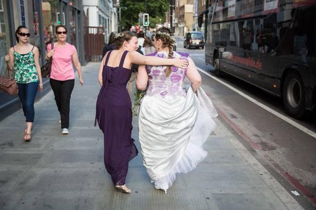 Selbstgemacht: Diese Braut hat ihr eigenes Hochzeitskleid gehäkelt