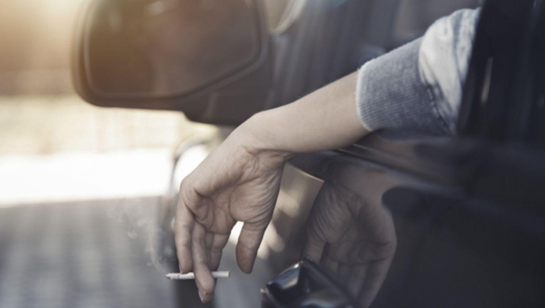 Briten verbieten das Rauchen im Auto mit Kindern