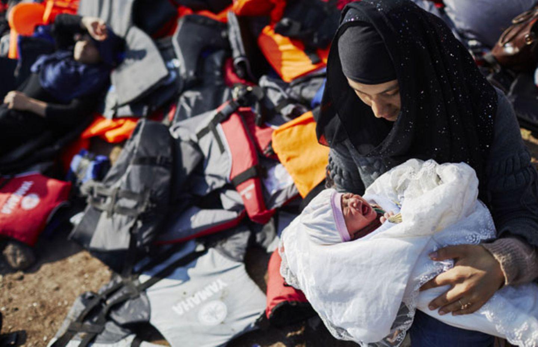 3.000 Baby-Tragen für syrische Mütter