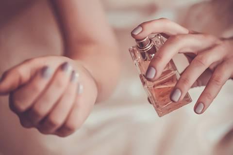 So hält Parfüm länger