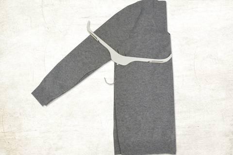 So rutscht kein Pullover mehr vom Bügel