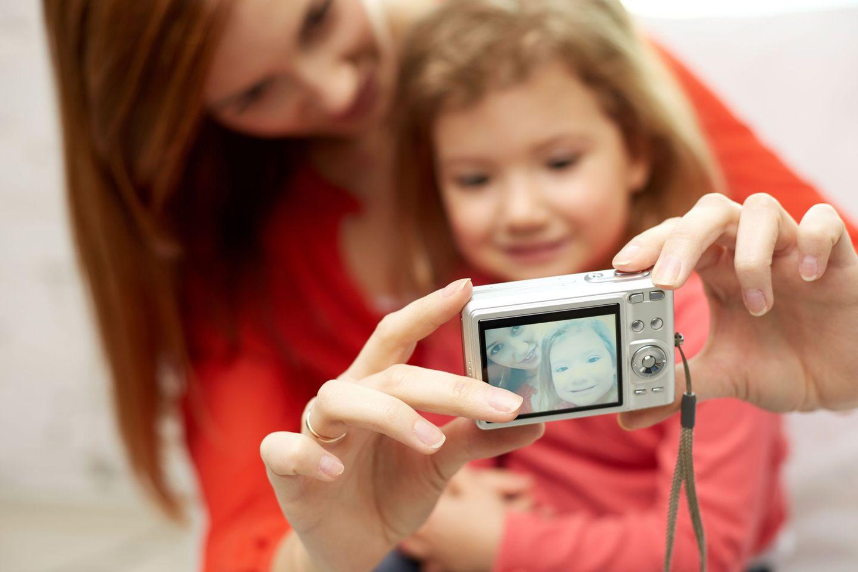 Kinderfotos posten: 10 Fragen, die ihr euch vorher stellen solltet