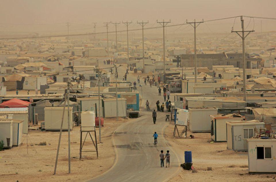 Das Zaatari-Camp im Sandsturm. Hier leben 83.000 Menschen, es ist das zweitgrößte Camp der Welt.