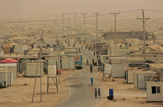 Krieg: Das Zaatari-Camp im Sandsturm. Hier leben 83.000 Menschen, es ist das zweitgrößte Camp der Welt.