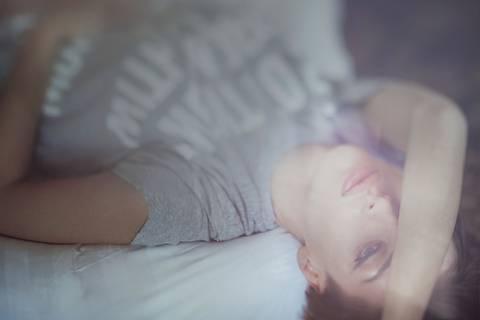 Besser schlafen durch weniger Schlaf?