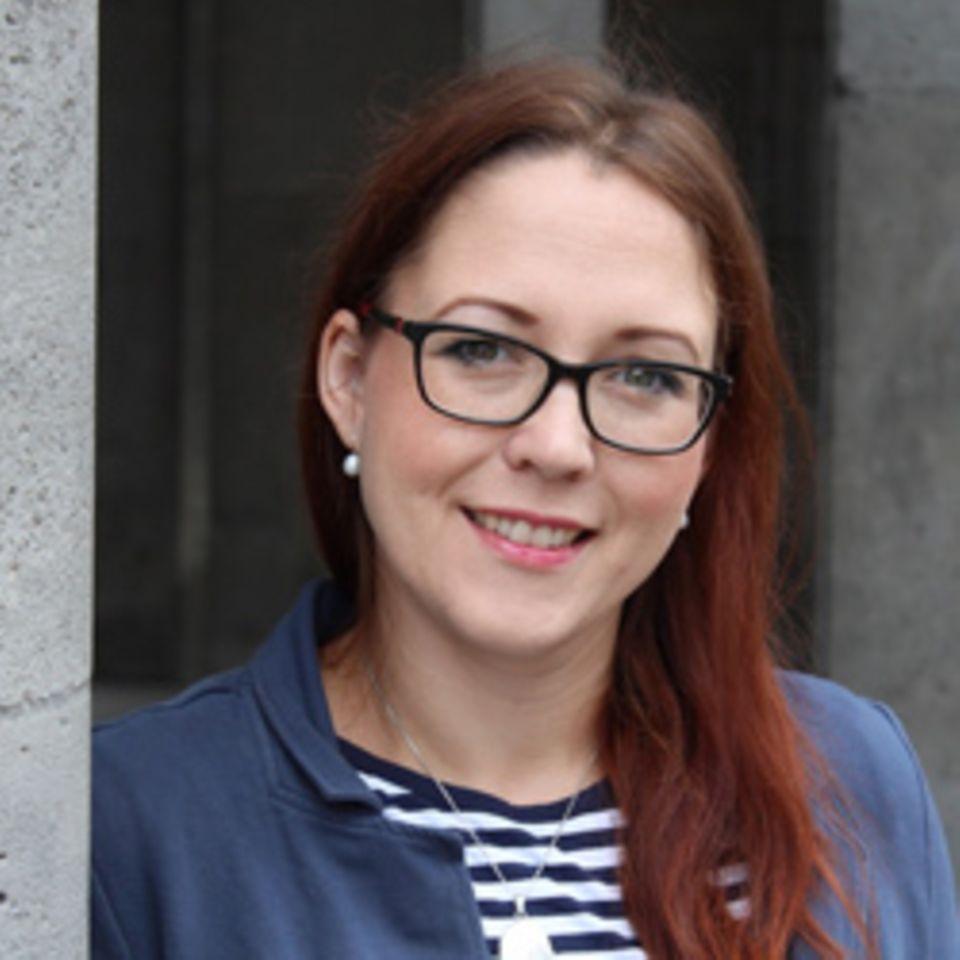 Diplom-Pädagogin Susanne Mierau hat Forschungsprojekte zur Kleinkindbetreuung durchgeführt und arbeitet heute als selbständige Familienbegleiterin und Geburtsvorbereiterin. Über Familienthemen bloggt sie auch auf geborgen-wachsen.de.