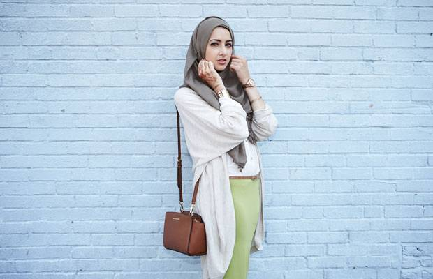 muslimische frauen style und kopftuch schlie en sich aus. Black Bedroom Furniture Sets. Home Design Ideas