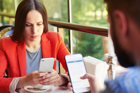 Liebeskiller Smartphone: Wie uns das Handy voneinander trennt