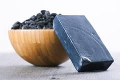 Black Beauty: Produkte mit Aktivkohle