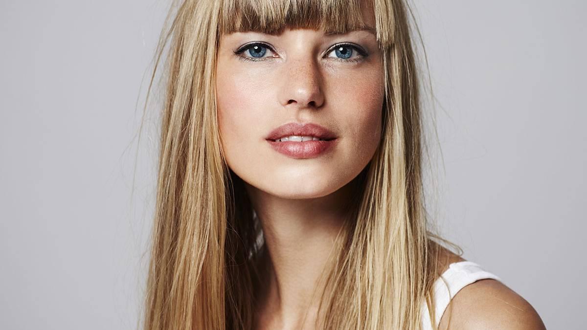 Braun getonte haare mit blond spray aufhellen