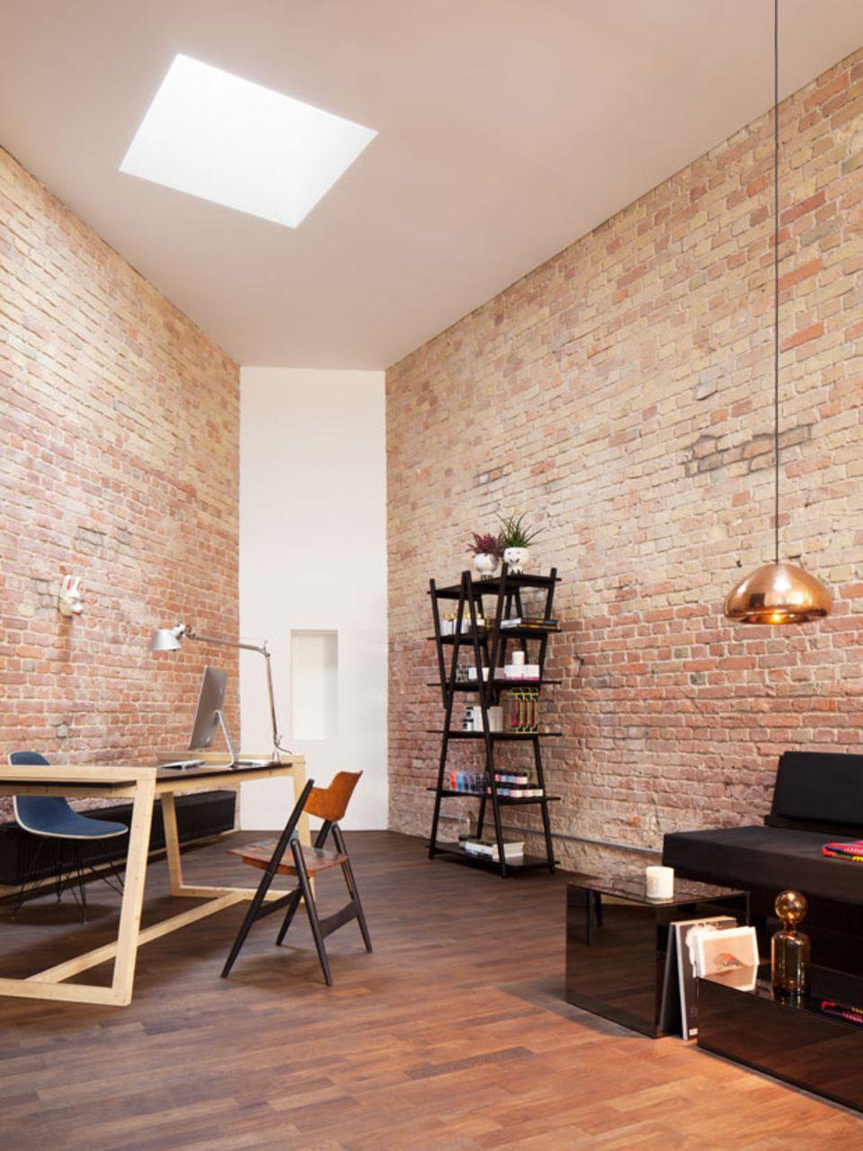 Stilsicher: Das Interieur erinnert eher an eine coole Wohnung als an einen funktionalen Friseur-Salon.