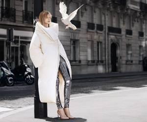 Pro & Contra: Eine Bettdecke zum Anziehen - aus der aktuellen Kampagne von H&M + Maison Martin Margiela.