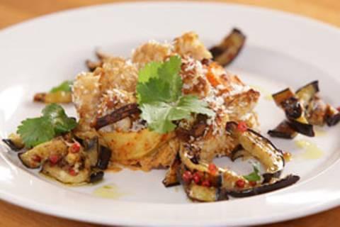 Veganer Blumenkohlauflauf mit Auberginensalat - eine Video-Kochschule