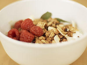 Veganer Joghurt aus Kokosmilch - mit selbstgemachtem Knuspermüsli