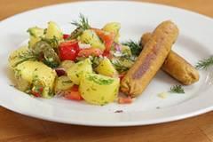 Vegane Würstchen und Kartoffelsalat