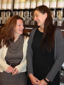 Umweltschutz: Marie Delaperrière (li.) und Tanja Kauert freuen sich über ihren Erfolg