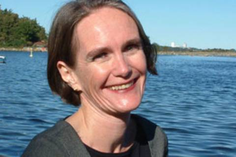 """Christine Finke, 47, bloggt als """"Mama arbeitet"""", ist Journalistin und alleinerziehende Mutter von drei Kindern (5, 8 und 13). Die Vereinbarkeit von Familie und Beruf ist für sie ein Herzensthema – und das umso mehr, seit sie für einen familienfreundlichen norwegischen Kinderbuchverlag arbeitete."""