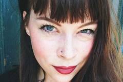 Martina lebt zur Zeit in Berlin und Hamburg, wo sie Fotografie studiert und für ihren Blog icaneateverything.com schreibt. Im März 2013, da war sie 22 Jahre alt, bekam sie die zunächst schockierende Diagnose Diabetes Mellitus Typ 1, die ihr Leben komplett auf den Kopf gestellt hat.