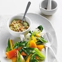 Ernährung umstellen: Vegan durch die Wechseljahre - lohnt sich das?