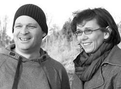 Konsumieren: Sascha Verlan und Almut Schnerring sind Eltern dreier Schulkinder, sie haben zwei Mädchen und einen Sohn. Ihr Blog: ich-mach-mir-die-welt.de.