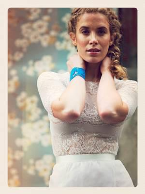 Hochzeit: Spitze bleibt ein großer Brautmodentrend.