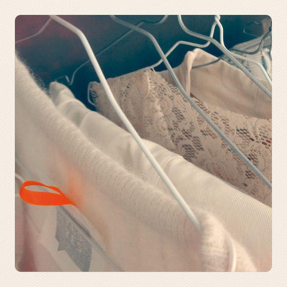 Alle Kollektionskleider in Ankes Atelier werden individuell für die Braut angefertigt - vom Spitzenbesatz bis zur Ärmelverlängerung.