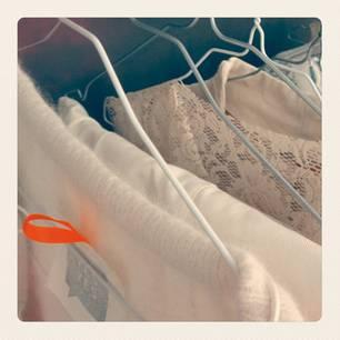 Hochzeit: Alle Kollektionskleider in Ankes Atelier werden individuell für die Braut angefertigt - vom Spitzenbesatz bis zur Ärmelverlängerung.