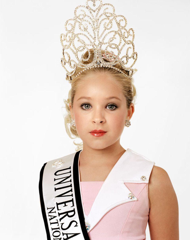 Katie, 9 Jahre, Gewinnerin des Universal Royalty Schönheitswettbewerbs. Texas, USA.