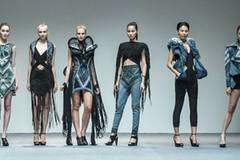 """Models präsentieren die Kollektion von Karen Jessen beim Finale des """"The EcoChic Design Award"""""""