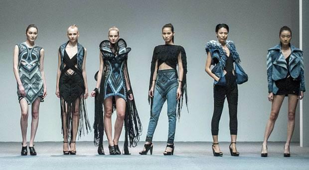 """Grüne Mode: Models präsentieren die Kollektion von Karen Jessen beim Finale des """"The EcoChic Design Award"""""""