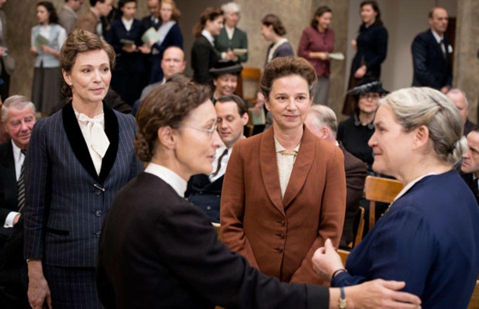 Die vier Mütter des Grundgesetzes (v.l.): Elisabeth Selbert (Iris Berben), Helene Wessel (Eleonore Weisgerber), Friederike Nadig (Lena Stolze) und Helene Weber (Petra Welteroth)