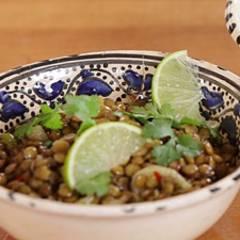 Linsen-Dal mit mariniertem Spitzkohl - eine Video-Kochschule