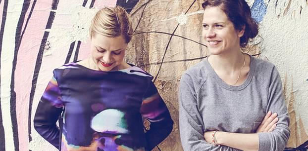 Unser Blog-Liebling: Immer nur Spielplatzkluft und Breiflecken? Von wegen: Die Berliner Bloggerinnen rund um Isa und Claudia zeigen uns Frauen, die auch mit Kindern fantastisch aussehen! Ein tolles Fotoblog mit inspirierenden Outfits und spannenden Menschen. Und das Blog-Styling ist mindestens genauso schick wie die Protagonistinnen.