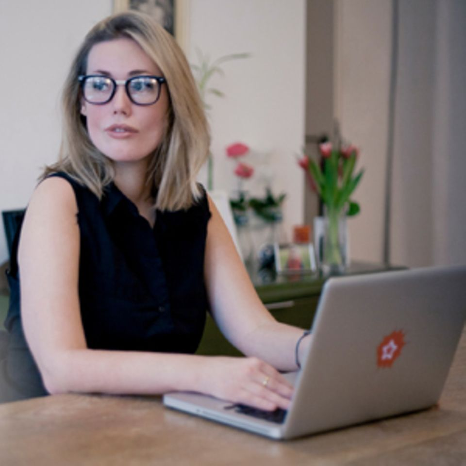 Laura Gehlhaar, 30, ist Psychologin, arbeitet als Schauspielerin und Coach und bloggt in ihrer Freizeit über das Leben – und das Rollstuhlfahren.