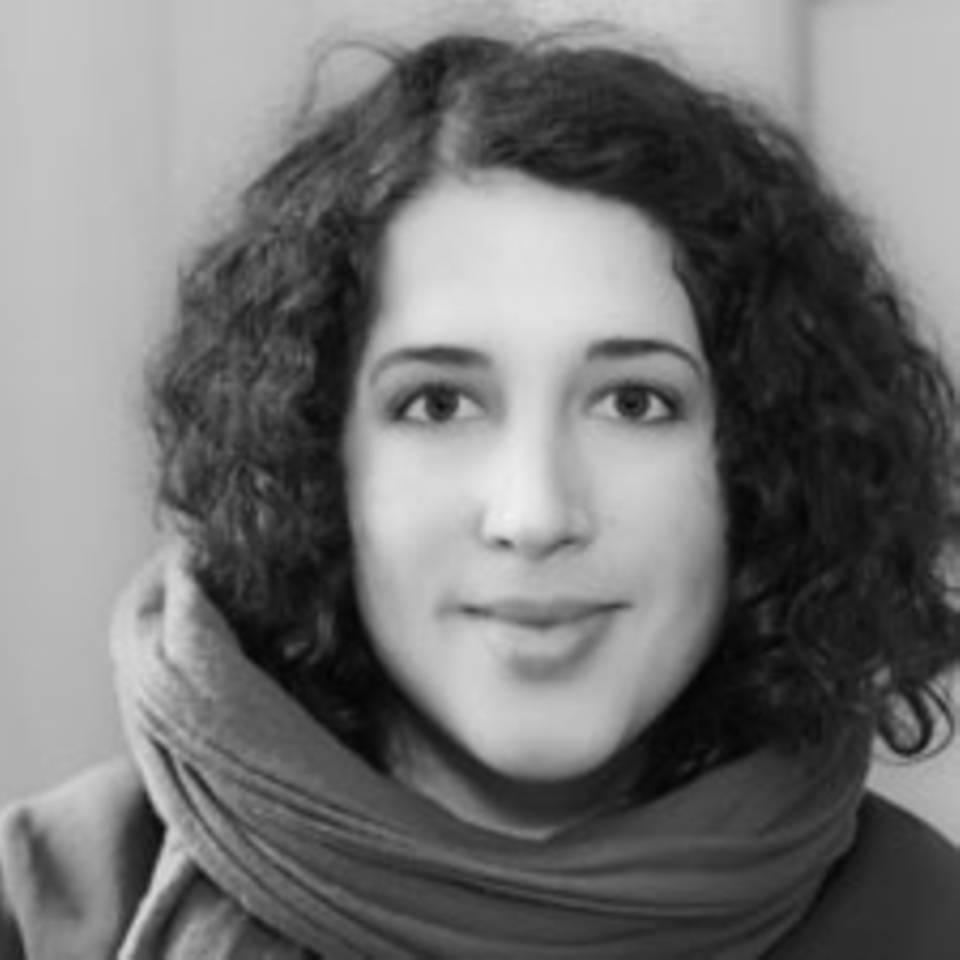 Daniela Singhal, 31, ist freie Journalistin und Fotografin. Sie lebt und arbeitet in Bad Belzig. Und Berlin. Nach ihrer Ausbildung an der Kölner Journalistenschule und ihrem Politikstudium, arbeitete sie für das Hilfswerk Misereor und die Tibet Initiative Deutschland.