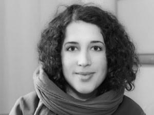 60 Stimmen: Daniela Singhal, 31, ist freie Journalistin und Fotografin. Sie lebt und arbeitet in Bad Belzig. Und Berlin. Nach ihrer Ausbildung an der Kölner Journalistenschule und ihrem Politikstudium, arbeitete sie für das Hilfswerk Misereor und die Tibet Initiative Deutschland.