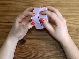 Videoanleitung: Papierschachtel falten ohne Klebstoff und Schere