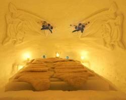 Romantisch schlafen im Schneedorf am Gletscher