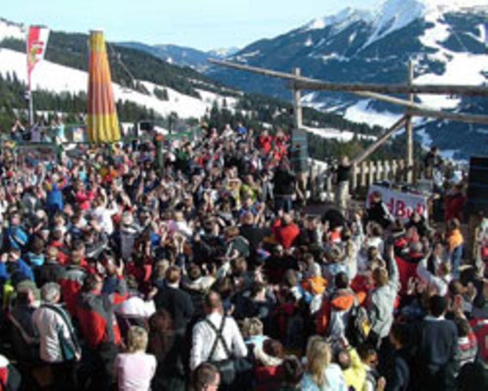 Eine der zahlreichen Après-Ski-Hütten in Saalbach